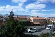 Saint Raphael. Enderækkevilla. ved Fréjus, Frankrig for 299000